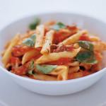 Penne met tomaat, basilicum & pecorino