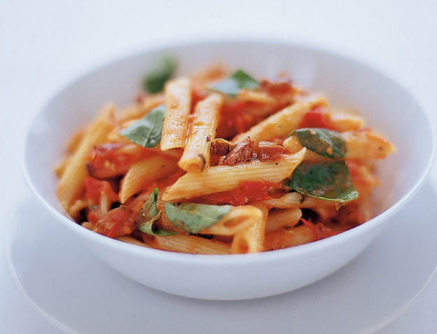 Penne tomaat basilicum pecorino