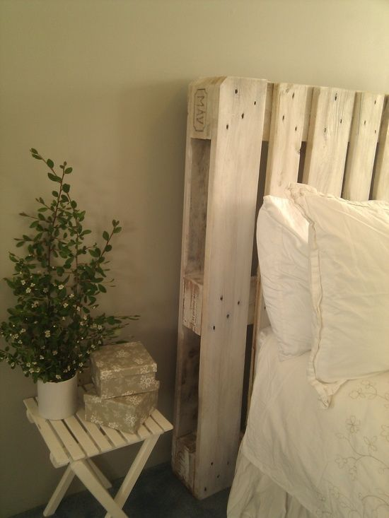 Pallet in huis bobbie 39 s home for Testiera letto pallet