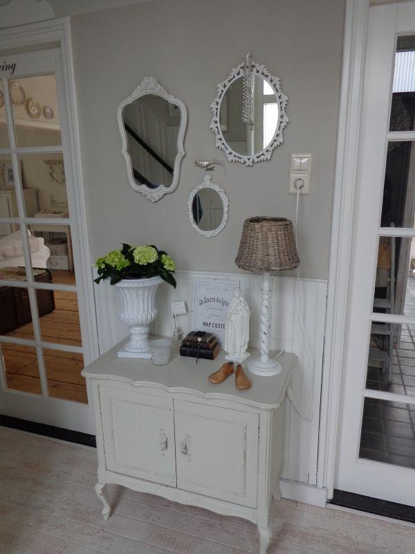 Spiegeltjes aan de wand bobbie 39 s home for Brocante woonkamer